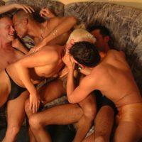 geheimer Gay Darkroom für heiße Ficks