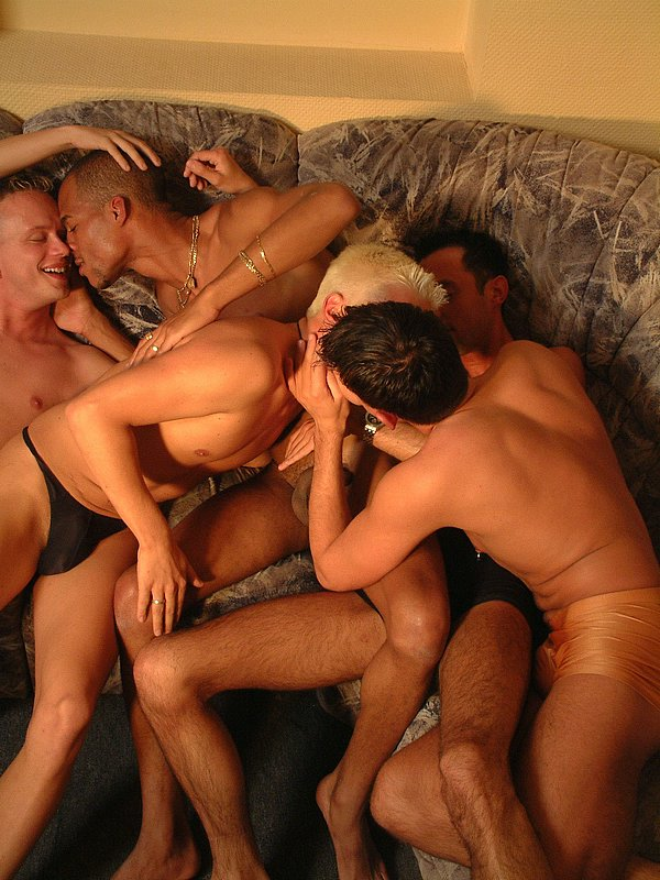 Kurzurlaub mit geheimem Gaysex Darkroom Trip