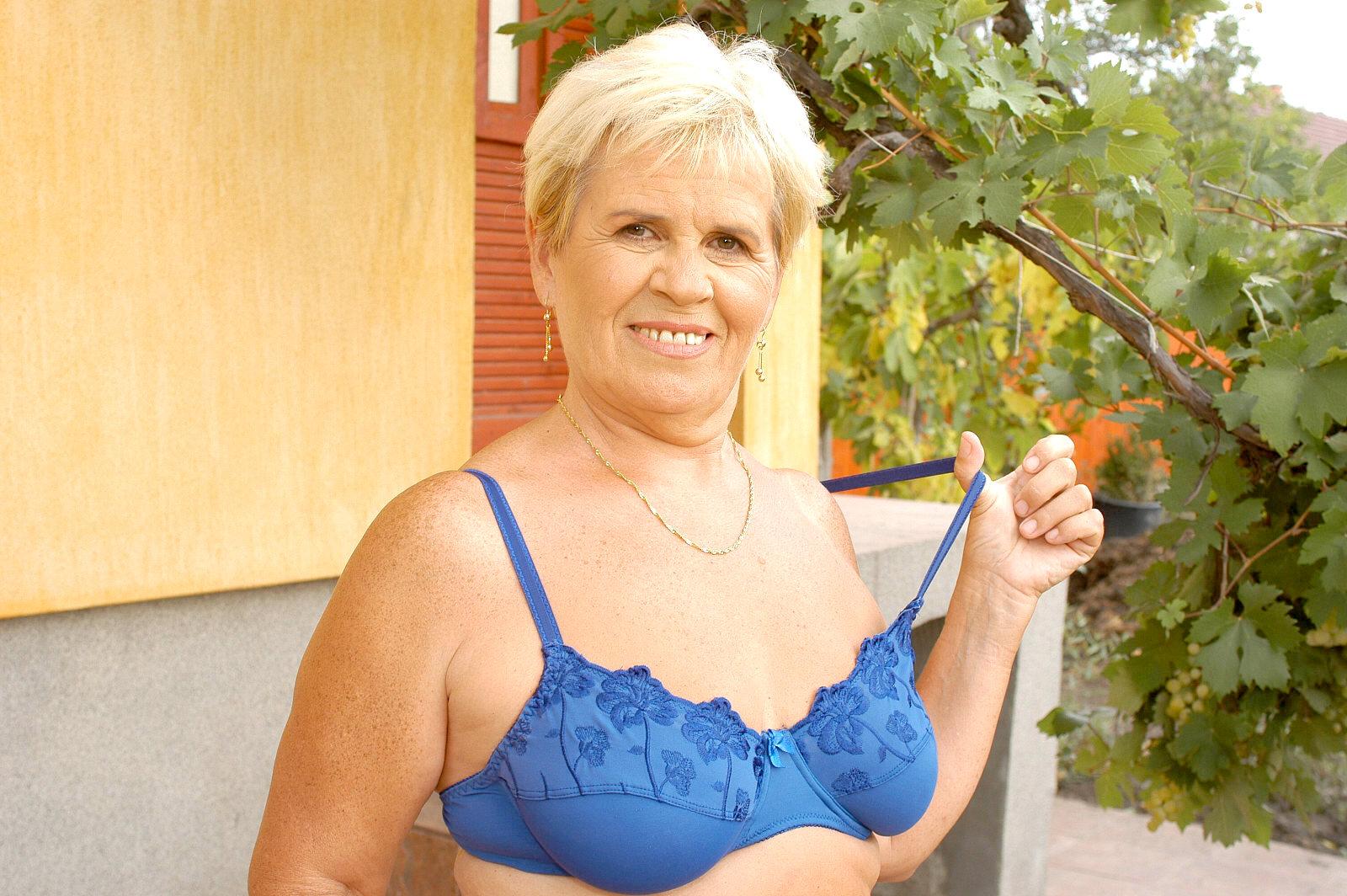 Hausfrauensex mit Lena